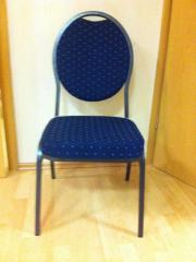 16 Stühle für