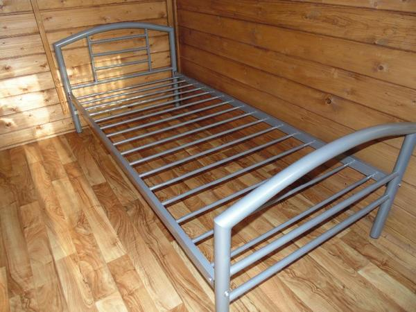 2 metall betten mit matraze in viernheim kaufen und. Black Bedroom Furniture Sets. Home Design Ideas