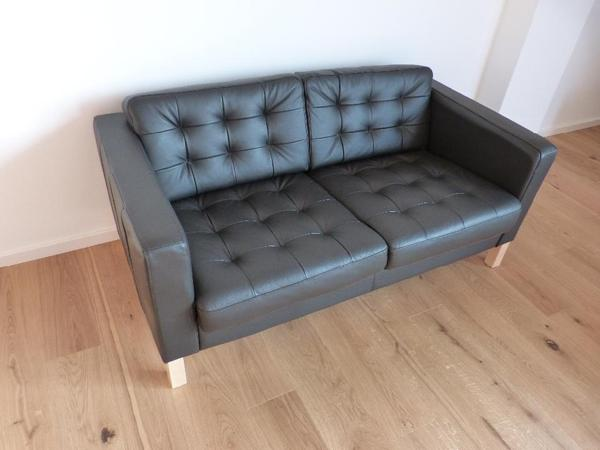 2er echtleder sofa karlsfors dunkelbraun und hocker karlsfors in berlin ikea m bel kaufen. Black Bedroom Furniture Sets. Home Design Ideas