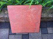 8 rote Betonplatten