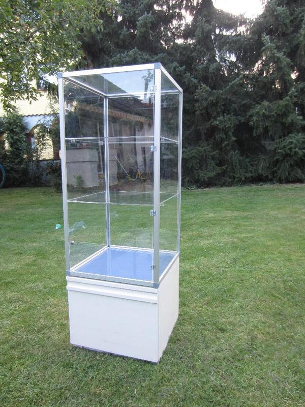 acryl glas vitrine s ulenvitrine standvitrine abschliessbar in neulu heim alles m gliche. Black Bedroom Furniture Sets. Home Design Ideas