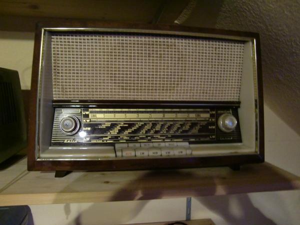 alte radios in d sseldorf radio tuner kaufen und. Black Bedroom Furniture Sets. Home Design Ideas