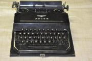 alte Schreibmaschine Adler