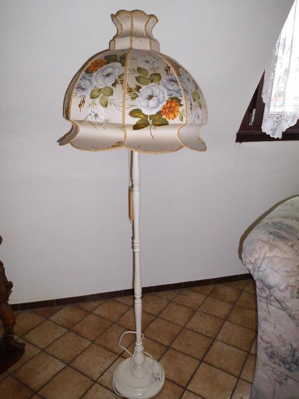 alte stehlampe 60er jahre stoff blumen lampenschirm in bruchsal kaufen und verkaufen ber. Black Bedroom Furniture Sets. Home Design Ideas