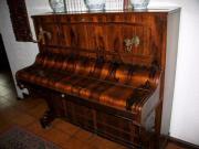 Antikes Klavier furniert