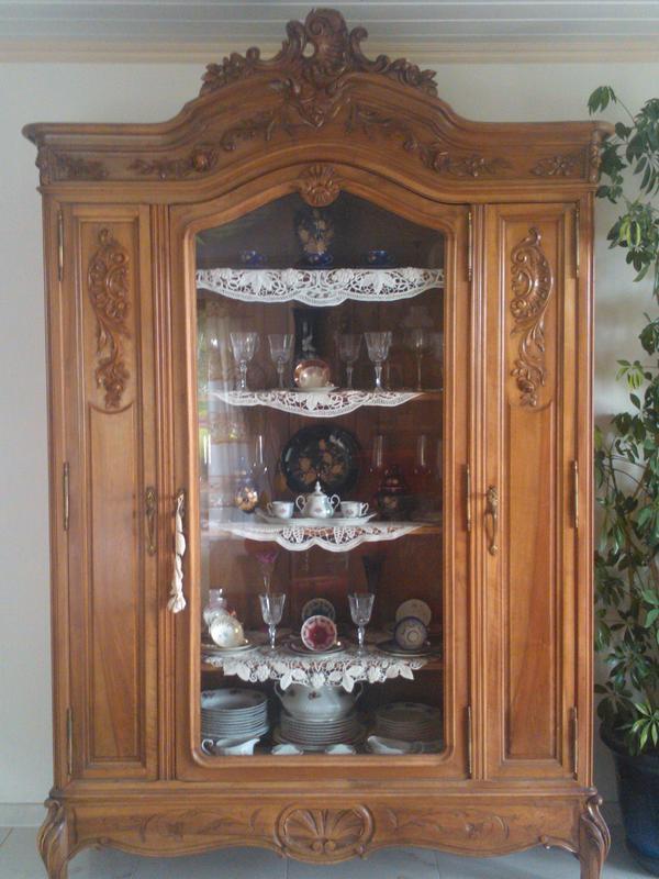 antiquit ten vitrine nussholz in insheim. Black Bedroom Furniture Sets. Home Design Ideas