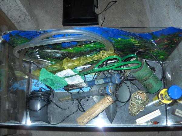 aquarium 60l mit unterschrank und zubeh r in geretsried. Black Bedroom Furniture Sets. Home Design Ideas