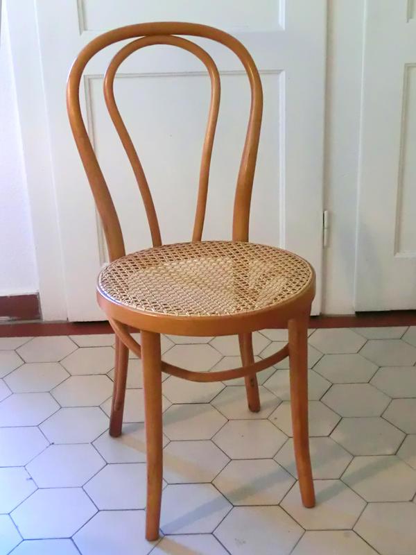 art thonet stuhl bistrostuhl bugholz stuhl klassiker buche in karlsruhe designerm bel. Black Bedroom Furniture Sets. Home Design Ideas