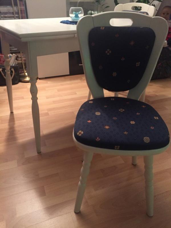 ausziehbarer tisch mit 2 st hlen shabby style in. Black Bedroom Furniture Sets. Home Design Ideas