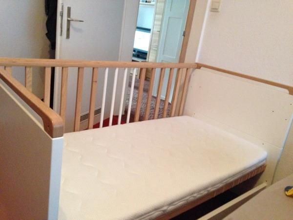 babybett h lsta serie oviella. Black Bedroom Furniture Sets. Home Design Ideas