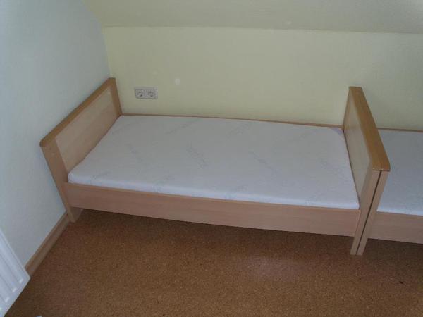 biete hier ein babybett kinderbett in buche ahorn an kinderbett mit lattenrost 3. Black Bedroom Furniture Sets. Home Design Ideas