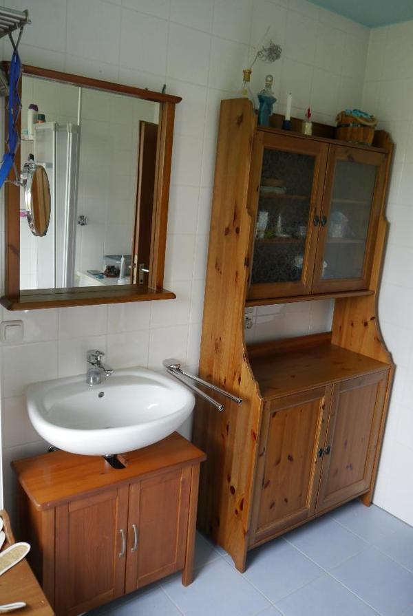 bad m bel der schrank ist eigentlich ein k chenbuffetschrank von ikea aus der serie leksvik. Black Bedroom Furniture Sets. Home Design Ideas