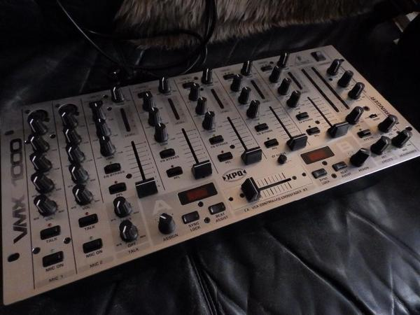 behringer vmx1000 pro dj mixer neuwertig 7 kan le bpm counter 19 39 format starker clubmixer. Black Bedroom Furniture Sets. Home Design Ideas