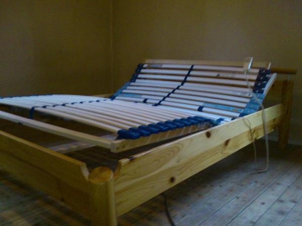 bett mit elektrisch verstellbaren lattenrost mit matratze in ludwigshafen betten kaufen und. Black Bedroom Furniture Sets. Home Design Ideas