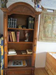 Bücherregal - Stilmöbel - Nußbaum
