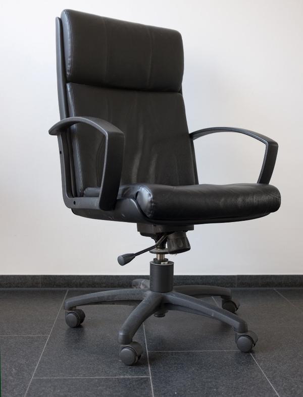 b rostuhl drehstuhl mit rollen in m nchen b rom bel kaufen und verkaufen ber private. Black Bedroom Furniture Sets. Home Design Ideas