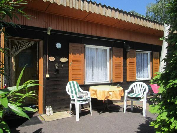 bungalow auf eigentumsland in ketzin havel brandenburg schreberg rten wochenendh user. Black Bedroom Furniture Sets. Home Design Ideas