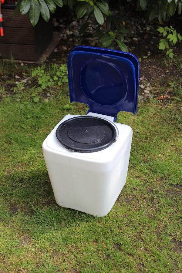 garten toilette. Black Bedroom Furniture Sets. Home Design Ideas