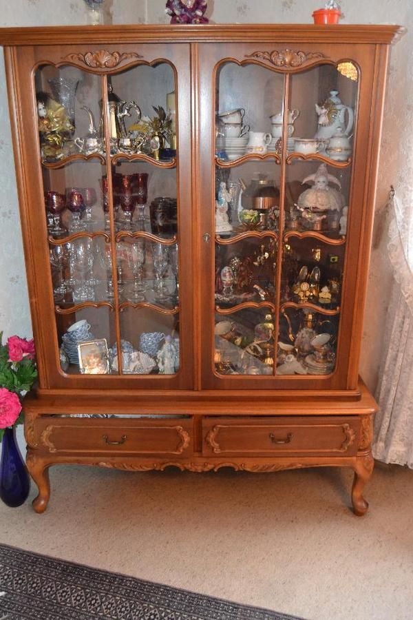 chippendale vitrine sehr gut erhalten in m nchen stilm bel bauernm bel kaufen und verkaufen. Black Bedroom Furniture Sets. Home Design Ideas
