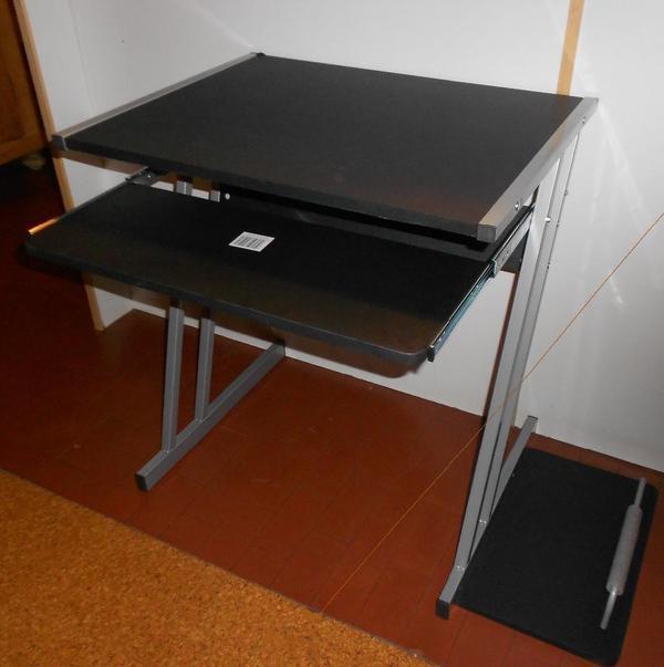 computer tisch mit ausziehbarem fach f r tastatur neu in. Black Bedroom Furniture Sets. Home Design Ideas