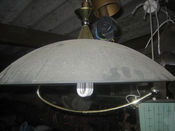 deckenlampe mit glasschirm und metallb gel darunter in. Black Bedroom Furniture Sets. Home Design Ideas