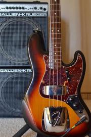 E-Bassist für