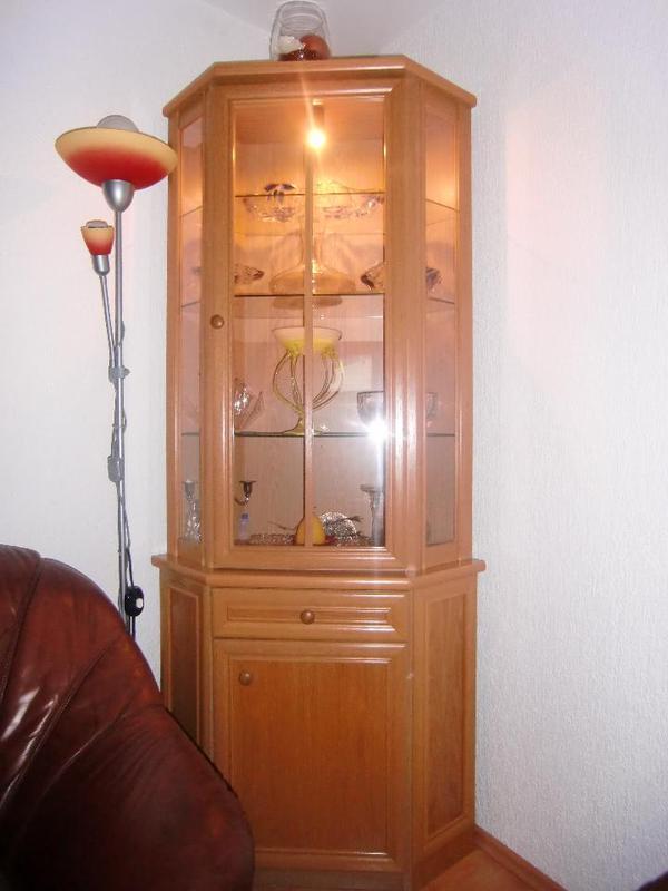 eckschrank vitrine aus echtholz buche ge lt in m nchen k chenm bel schr nke kaufen und. Black Bedroom Furniture Sets. Home Design Ideas