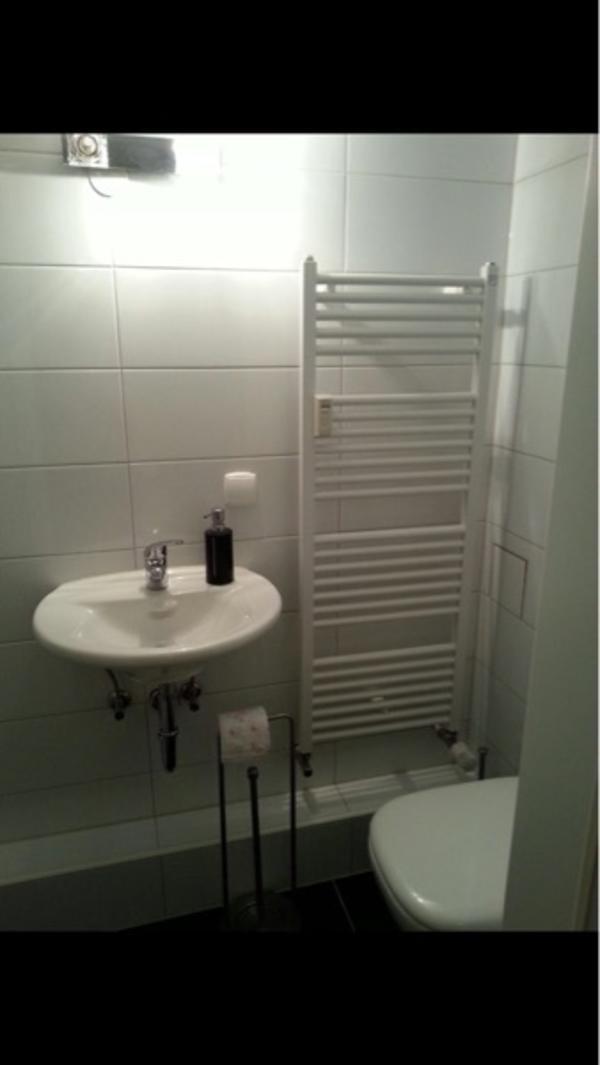 ein zimmer zu vermieten mit k che wc und dusche in gartenstadt in mannheim vermietung zimmer. Black Bedroom Furniture Sets. Home Design Ideas