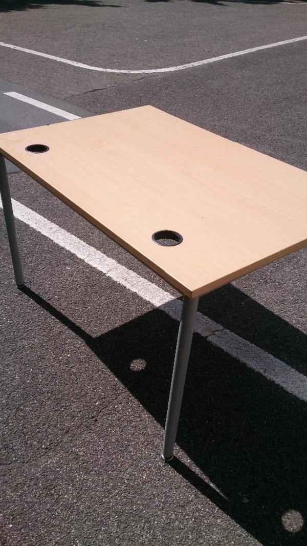 Einfacher tisch schreibtisch beistelltisch for Einfacher schreibtisch