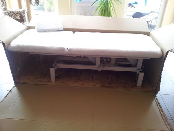 elektrisch verstellbare kosmetikliege massageliege. Black Bedroom Furniture Sets. Home Design Ideas