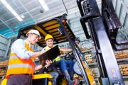 Gabelstaplerfahrer im Kühllager (