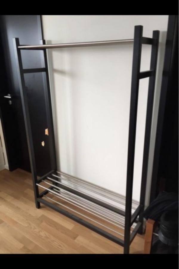 garderobe von ikea schwarz in frankfurt garderobe flur keller kaufen und verkaufen ber. Black Bedroom Furniture Sets. Home Design Ideas