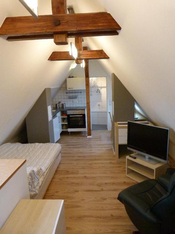 gem tliche kleine dachgeschosswohnung ber den d chern cannstatts in stuttgart vermietung 1. Black Bedroom Furniture Sets. Home Design Ideas