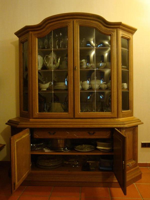 geschirrschrank vitrine eiche rustikal top zustand in mainhausen speisezimmer essecken. Black Bedroom Furniture Sets. Home Design Ideas