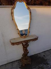 Goldener Spiegel mit