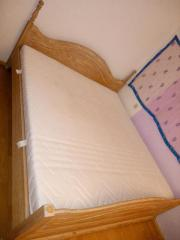 Großes Bett mit