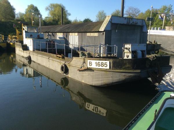 hausboot wohnschiff bauh ttenschiff in berlin motorboote kaufen und verkaufen ber private. Black Bedroom Furniture Sets. Home Design Ideas