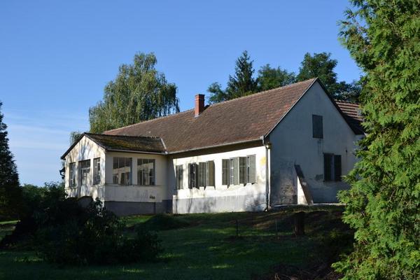 herrenhaus in ungarn 2 std von graz entfernt f r nur 400 euro netto zu vermieten 1 familien. Black Bedroom Furniture Sets. Home Design Ideas