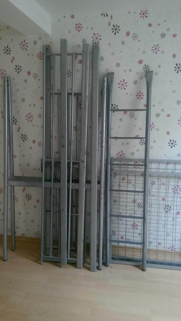 hochbett aus metall 90 200 ca 180 hoch eignet sich zum. Black Bedroom Furniture Sets. Home Design Ideas