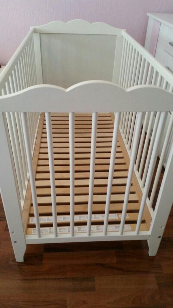 ikea matratze baby ikea kinderbett wei mit matratze in eppelheim baby und kinderartikel kaufen. Black Bedroom Furniture Sets. Home Design Ideas