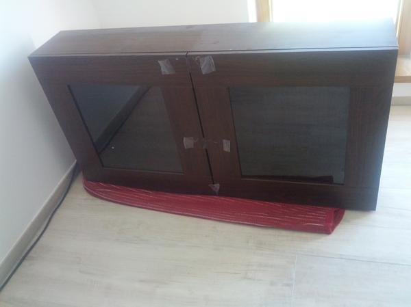 ikea besta vara h ngevitrine regal mit glast ren schwarzbraun. Black Bedroom Furniture Sets. Home Design Ideas
