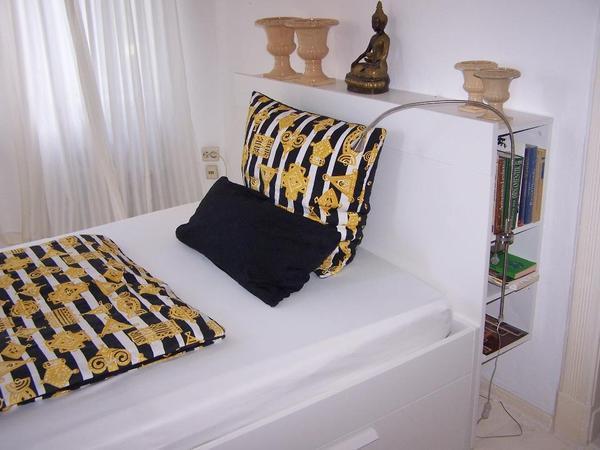 ikea brimnes bett mit kopfteil schubladen lattenrost charlotte in berlin betten kaufen und. Black Bedroom Furniture Sets. Home Design Ideas