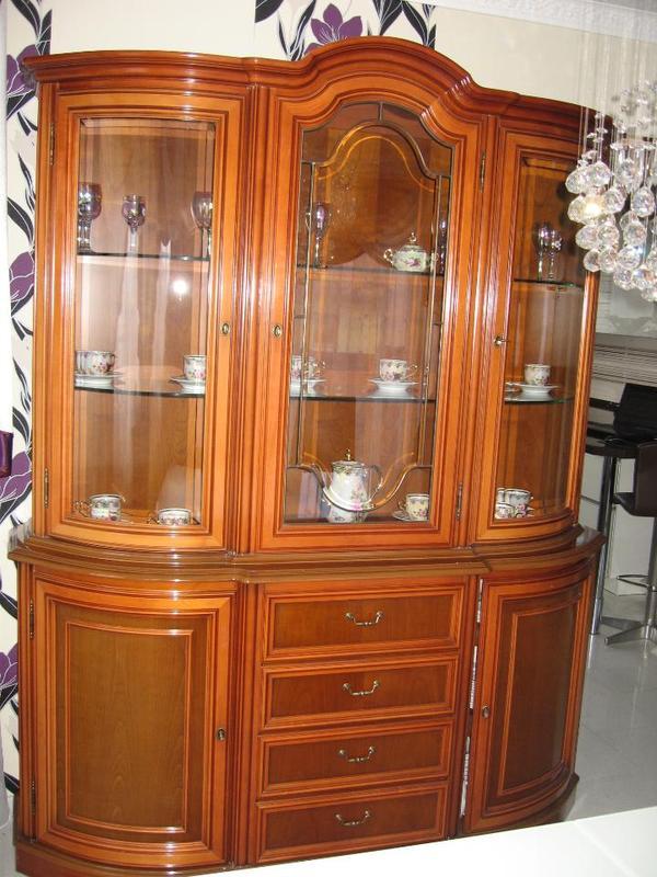italienische stilm bel vitrine echt kirschbaum in aglasterhausen speisezimmer essecken. Black Bedroom Furniture Sets. Home Design Ideas