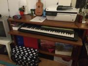 Keyboardtisch ZU VERSCHENKEN
