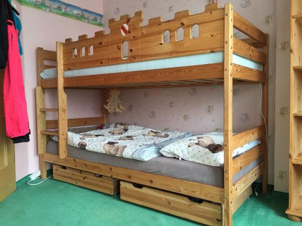 kinderzimmer bett eckschrank regal in erlangen kinder jugendzimmer kaufen und. Black Bedroom Furniture Sets. Home Design Ideas