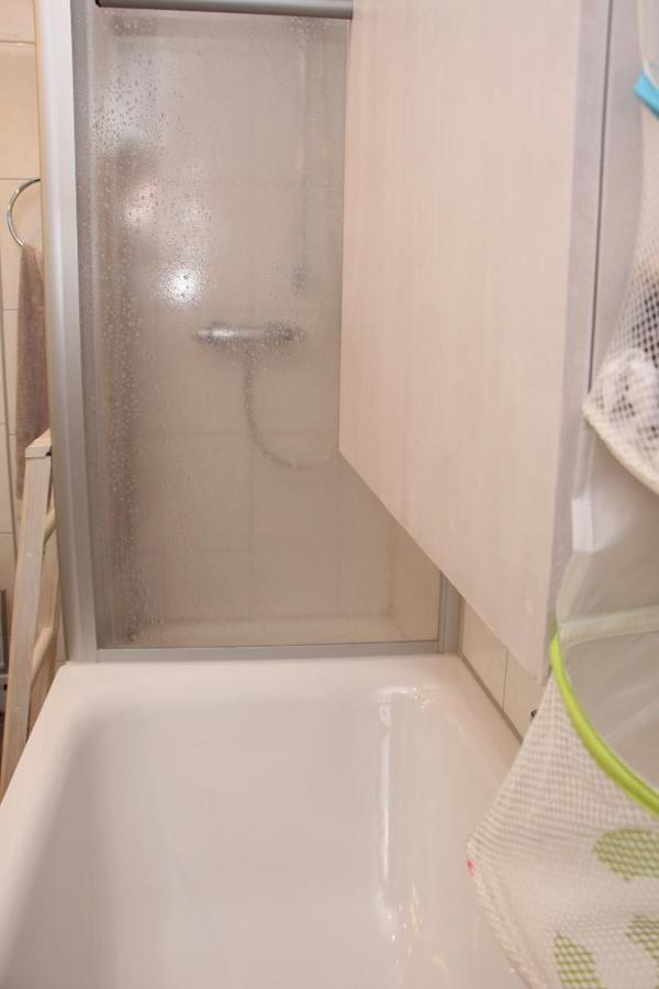 klappbarer wickeltisch platzsparend ber badewanne in stuttgart wickeltische kaufen und. Black Bedroom Furniture Sets. Home Design Ideas