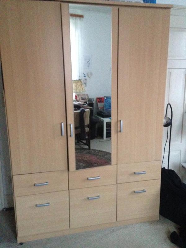 kleiderschrank mit schubladen kaufen gebraucht oder neu. Black Bedroom Furniture Sets. Home Design Ideas