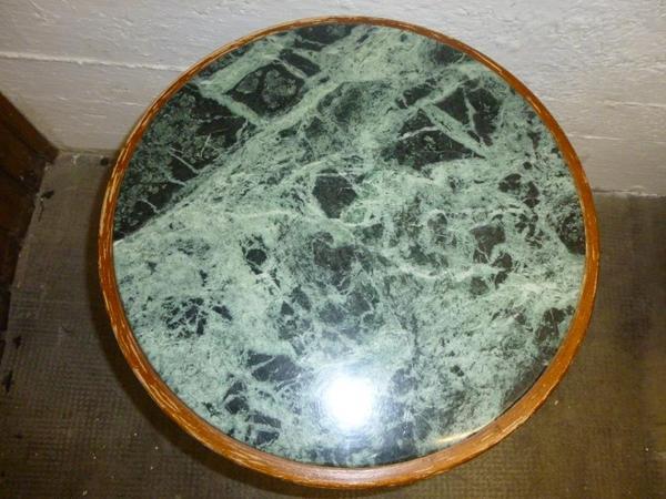 Kleiner sch ner antiker marmortisch schwarz meliert in for Kleiner marmortisch