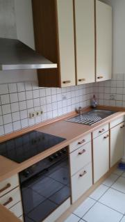 Küchenzeile mit Ceranfeld