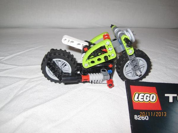 lego technic motorrad 8260 in kuhardt spielzeug lego playmobil kaufen und verkaufen ber. Black Bedroom Furniture Sets. Home Design Ideas